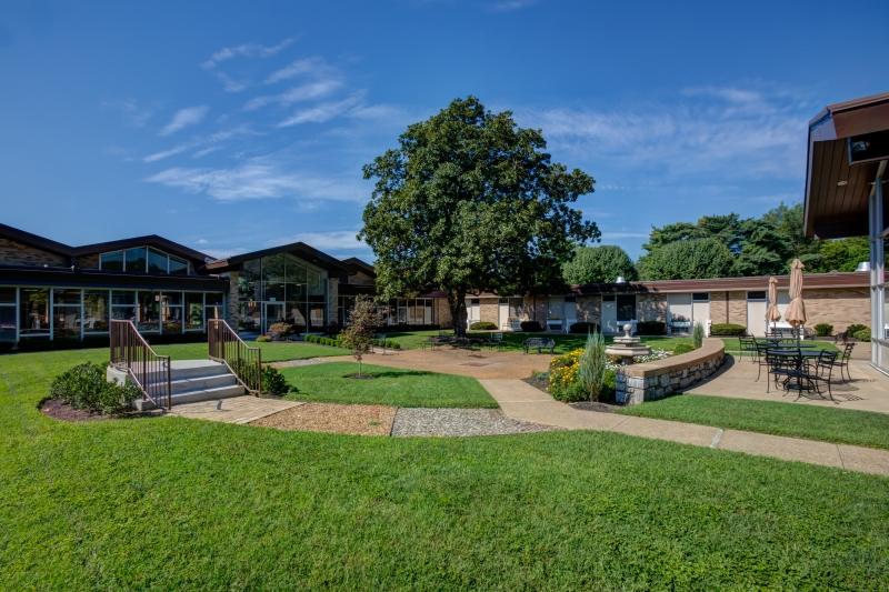 7_Campus-Courtyard